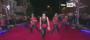 Austin Mahone Performs on VMA Pre-Show, Asks: What About Love?