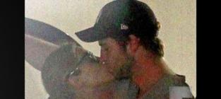 Eiza gonzalez kissing liam hemsworth