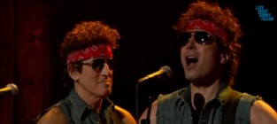 Bruce Springsteen and Jimmy Fallon Destroy Chris Christie, Mock Bridgegate Scandal