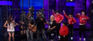 Billy ray cyrus serenades chelsea handler