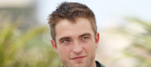 Robert pattinson 2 old 4 twilight lol