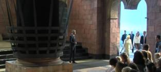 Queen elizabeth ii visits game of thrones set
