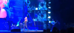 Miranda lambert sings to cancer inflicted fan