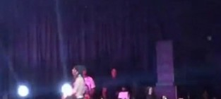 Lil wayne flips out on stage