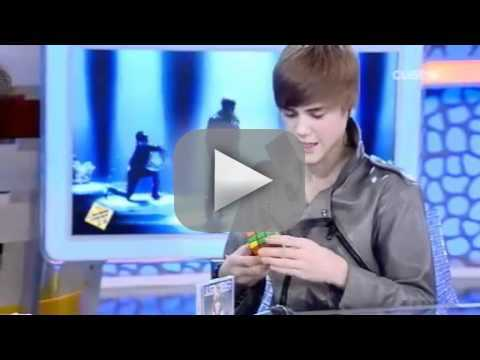 Justin Bieber Can Solve a Rubiks Cube!
