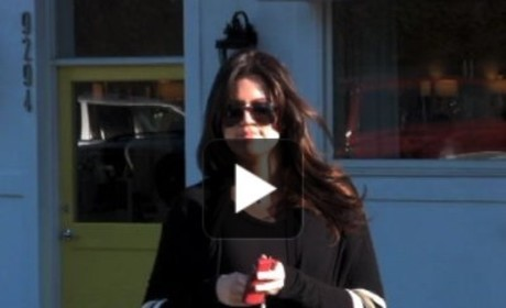 Khloe Kardashian Gets a Blow ...Dry!