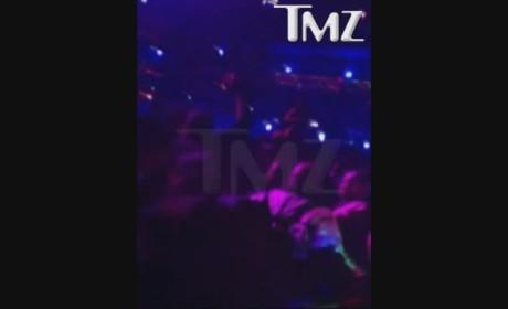 Lil Wayne Makes it RAIN at Da Club