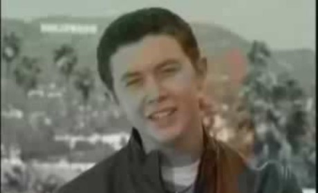 "Scotty McCreery Basks in ""Country Comfort"""