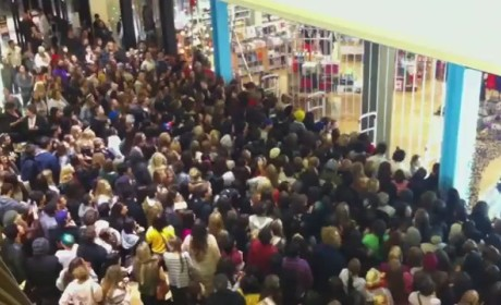 Black Friday Crowd SWARMS Urban Outfitters