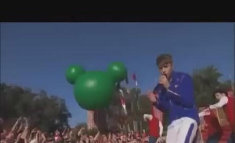 Justin Bieber Christmas Videos: Merry & Hot!