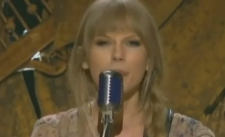 "Taylor Swift Grammy Performance: ""Mean"""
