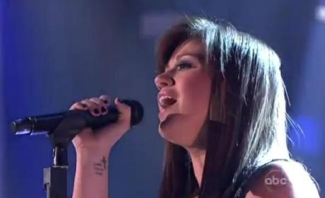 Kelly Clarkson Performs on Dancing with the Stars Finale