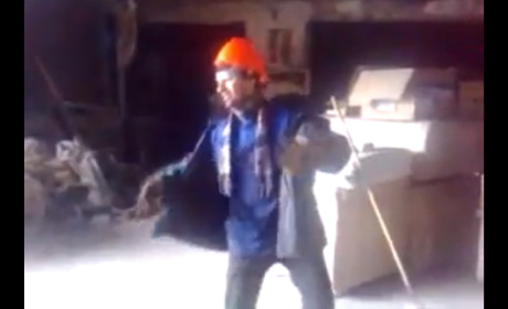 Construction Worker Dances to Michael Jackson