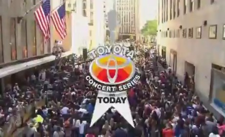 Chris Brown - Forever (Live on Today Show 2012)