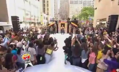 Chris Brown - Turn Up the Music (Live on Today)