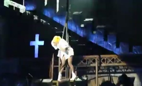 Lady Gaga Hit in the Head With Pole