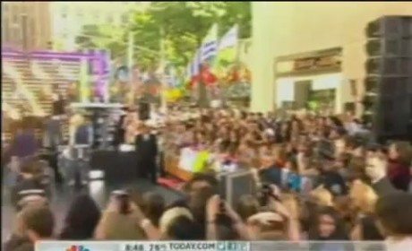 """Justin Bieber - """"As Long As You Love Me"""" (Today Show performance)"""