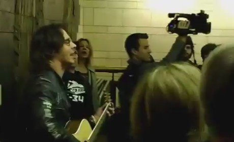 Rick Springfield - Jessie's Girl (Live in NYC Subway)