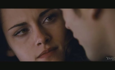 Breaking Dawn Part 2 Clip: Make Out Alert!