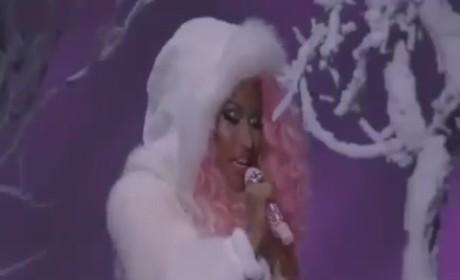 """Nicki Minaj Cries """"Freedom"""" at American Music Awards"""