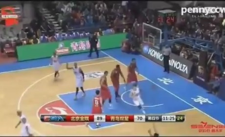 Tracy McGrady Elbows, Knocks Down Chinese Player