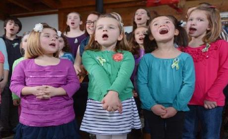 "Sandy Hook Elementary Students Sing ""Over the Rainbow"""