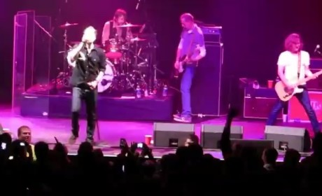 Bill Leen, Gin Blossoms Bassist, Collapses on Stage