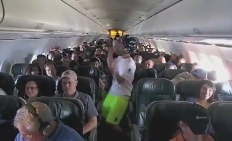 Colorado College Ultimate Team Does the Harlem Shake at 35,000 Feet!