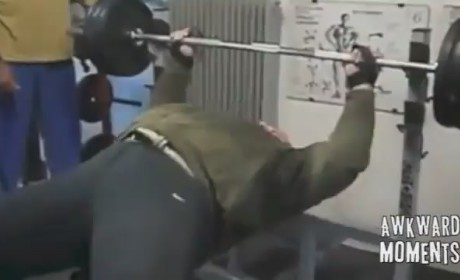 Man Bounces Bench Press Bar Off His Belly: WTH?!?