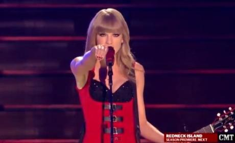 "Taylor Swift - ""Red"" (2013 CMT Awards)"