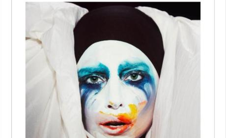 "Lady Gaga Pushes Fans to Watch ""Applause"" 150 Times, Billboard Responds to Tactic"