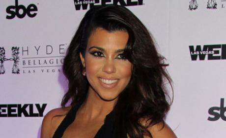 Kourtney Kardashian Autograph Signing: Pay Up!