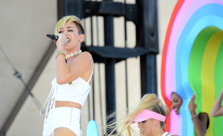 "Miley Cyrus Cries During ""Wrecking Ball"" Performance"