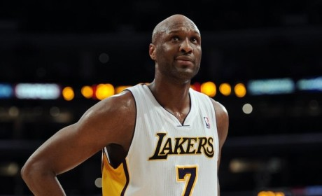 """Lamar Odom Dines with Friends, """"Looks Really Good"""""""