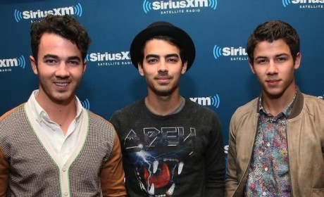 "The Jonas Brothers Address Split, Acknowledge Group ""Complications"""