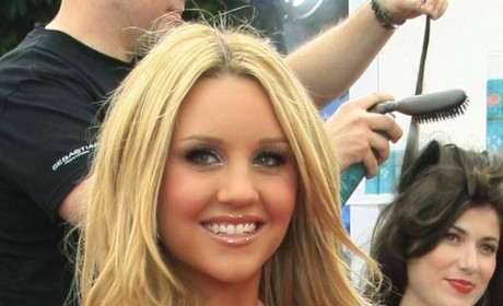 Amanda Bynes Enrolls at Fashion College, Wears Twerk Team Hat