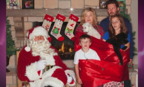 Kelly Clarkson Christmas Card: LOL