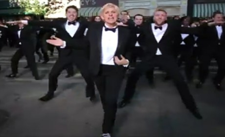 Ellen DeGeneres Dresses Up, Dances in 2014 Academy Awards Trailer