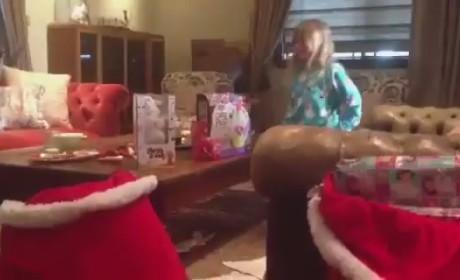 Tori Spelling Ignores Dean McDermott Cheating Rumors, Posts Video of Kids on Christmas