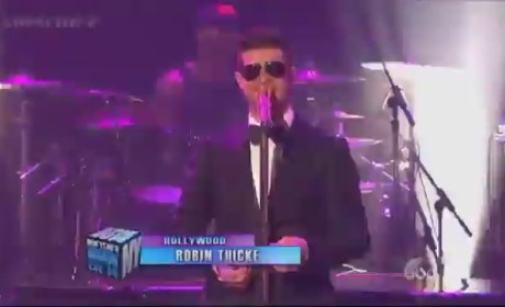 "Robin Thicke New Year's Eve Performance: ""Blurred Lines"" From L.A. to Times Square"