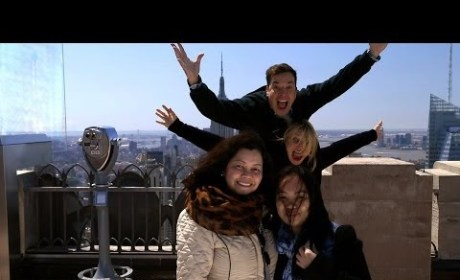 Jimmy Fallon and Cameron Diaz Photobomb Tourists: Greetings from NYC!