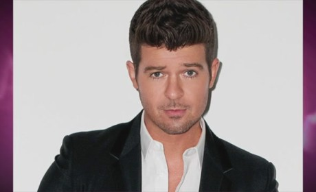 Robin Thicke: No Pants Party!