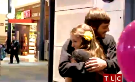 Jill Duggar and Derick Dillard: HUGGING!