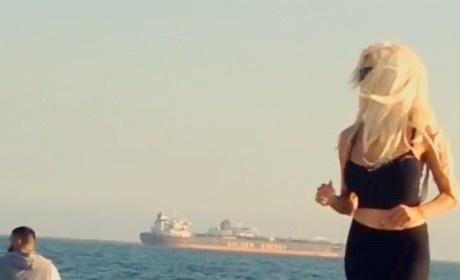 Courtney Stodden Baywatch Beach Run: Bouncy!