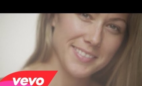 "Colbie Caillat: Makeup-Free, Inspiring in ""Try"" Music Video"