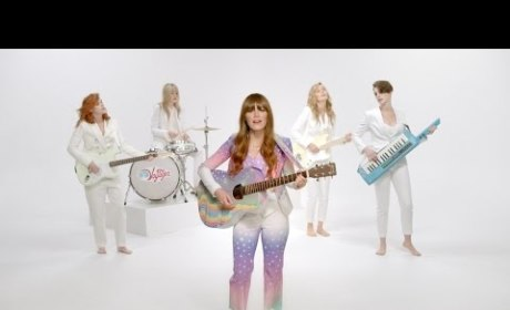 Jenny Lewis Drops New Music Video, Features Kristen Stewart and Anne Hathaway in Drag