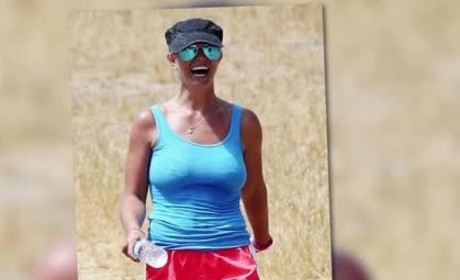 Britney Spears Takes a Hike, Flaunts Insane Body
