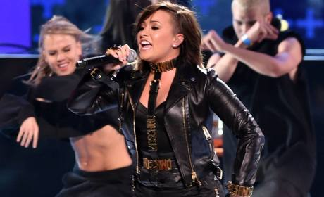 Demi Lovato Opens Teen Choice Awards: Watch Her Performance!