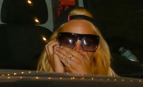 Amanda Bynes Demands Fan Delete Pic