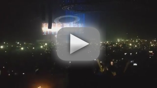 "Drake Covers Rihanna's ""Stay"" in Concert: Watch Now!"